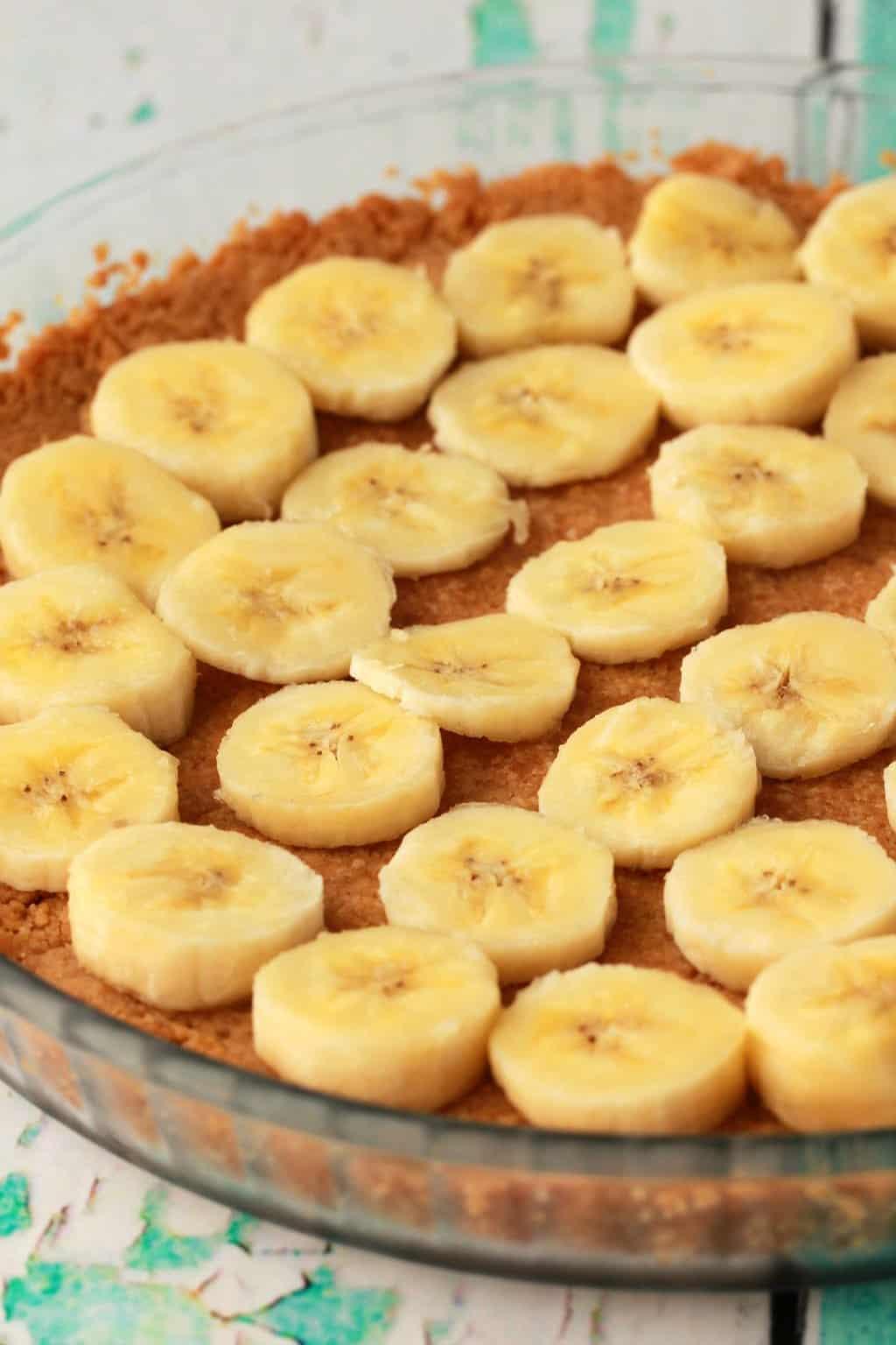 Making a Vegan Banana Cream Pie. #vegan #lovingitvegan #pie #dessert