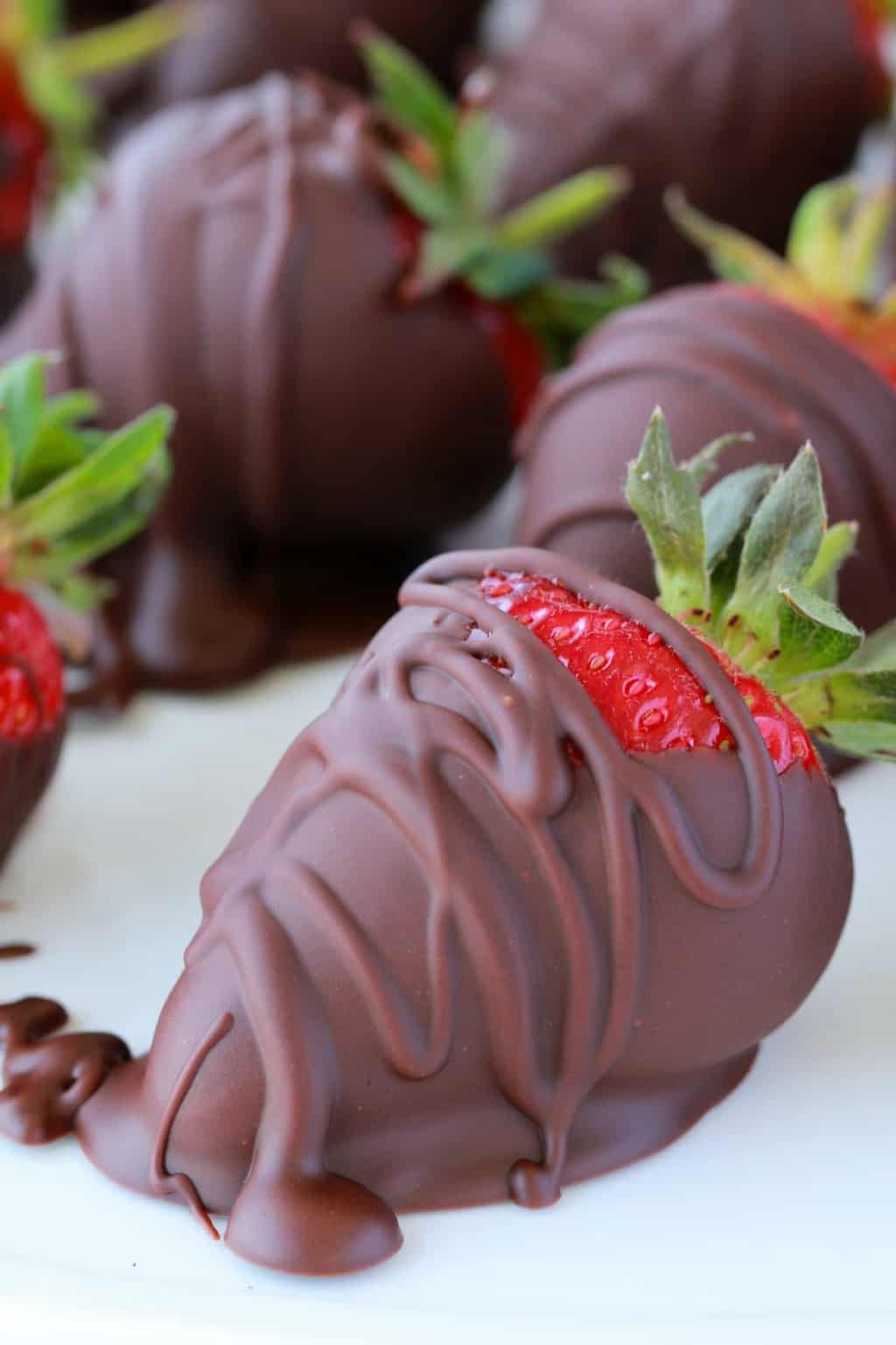 Juicy and delicious vegan chocolate covered strawberries. This romantic dessert is wonderfully flavorful with the perfect contrast between juicy strawberries and rich chocolate! #vegan #lovingitvegan #dessert #romantic #chocolate #dairyfree #glutenfree | lovingitvegan.com