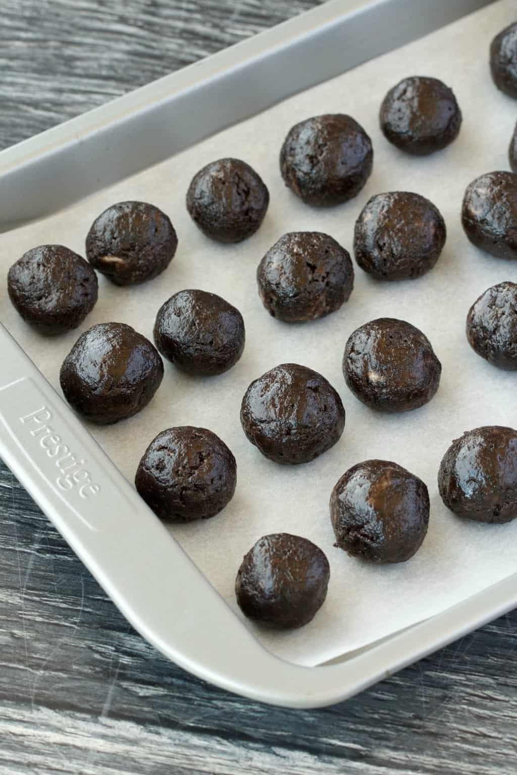 Making Vegan Oreo Truffles #vegan #lovingitvegan #oreotruffles #dairyfree #vegandessert