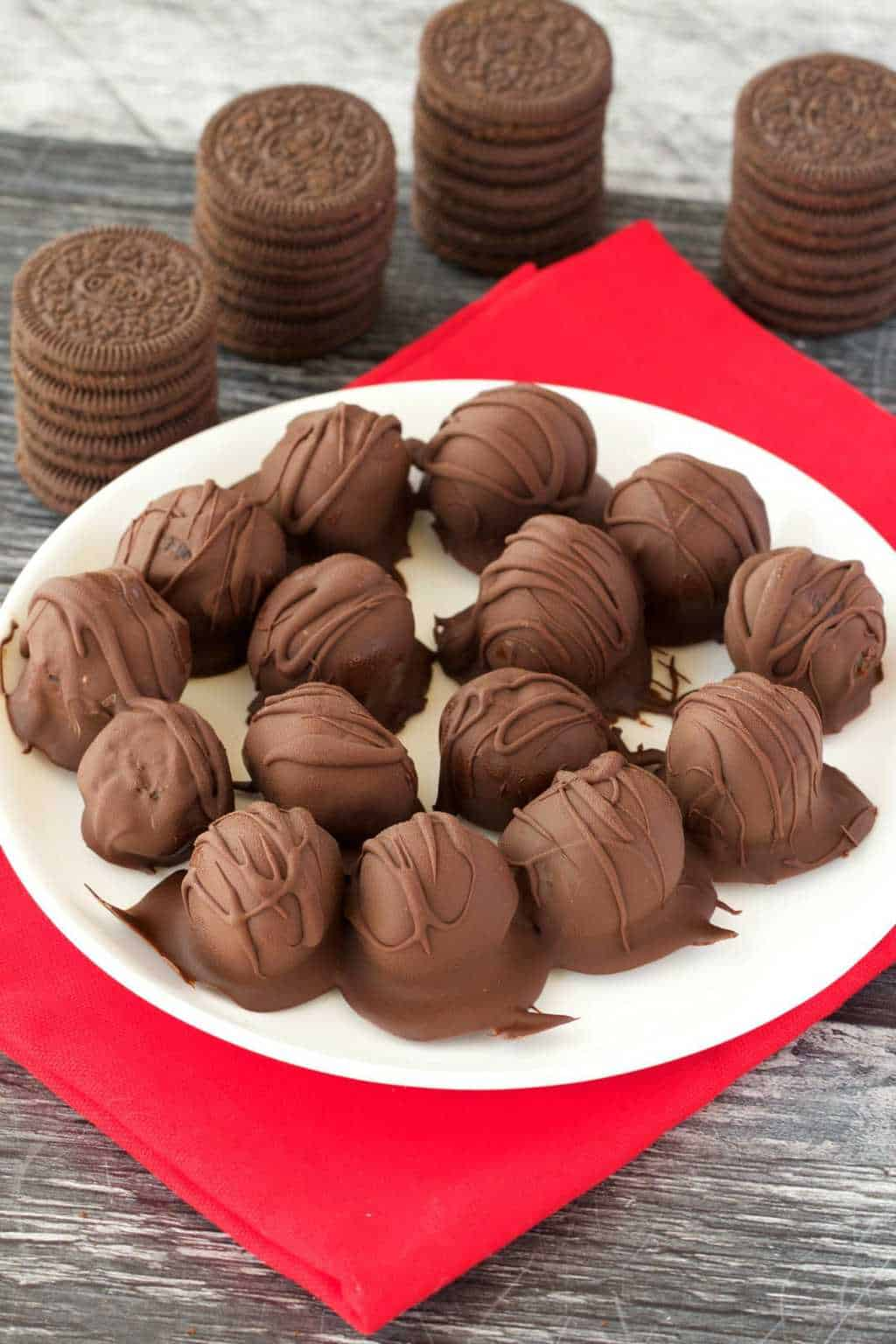 Easy 3-ingredient vegan oreo truffles. These fun, bite sized treats are perfectly textured and smothered in chocolate for a wonderful dessert.#vegan #lovingitvegan #oreotruffles #vegandessert #dairyfree | lovingitvegan.com