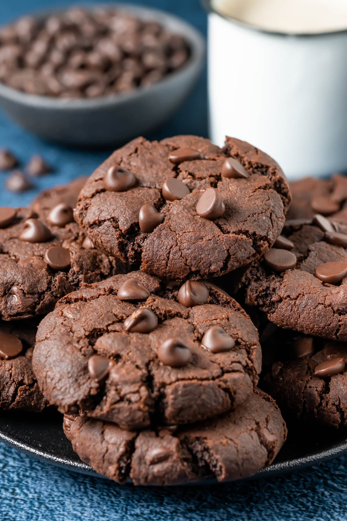 Vegan chocolate cookies on a black plate.